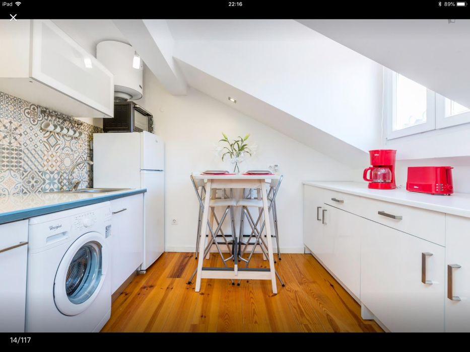 Cheerful 2-bedroom apartment in Chiado