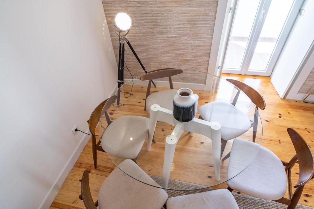 Sunny 3-bedroom apartment in Arroios