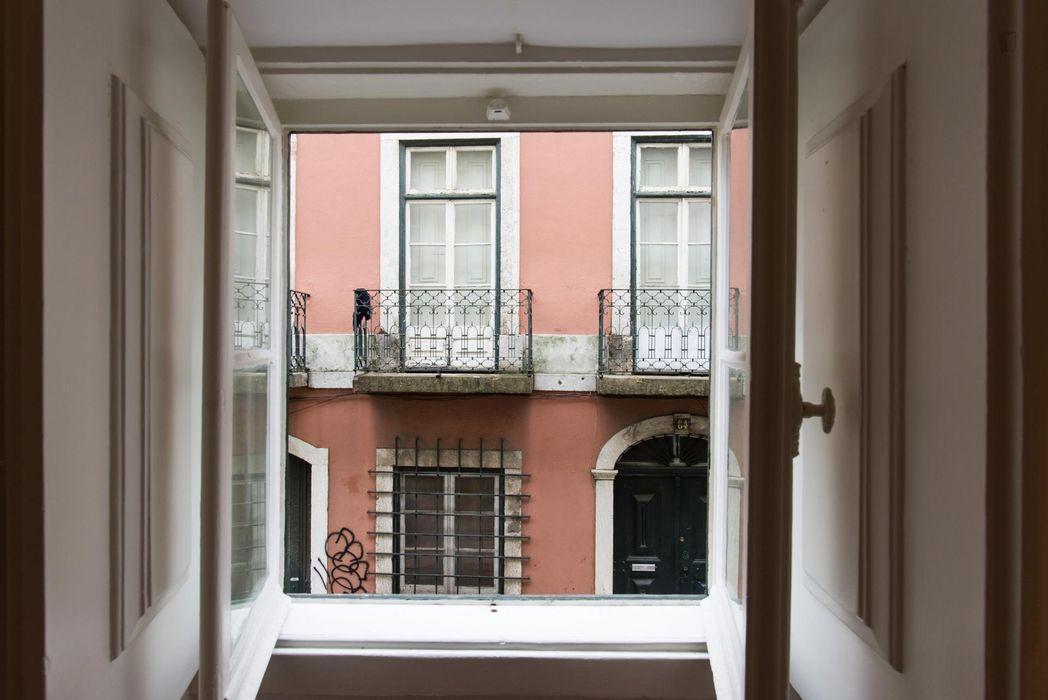 Elegant 4-bedroom apartment in Mouraria