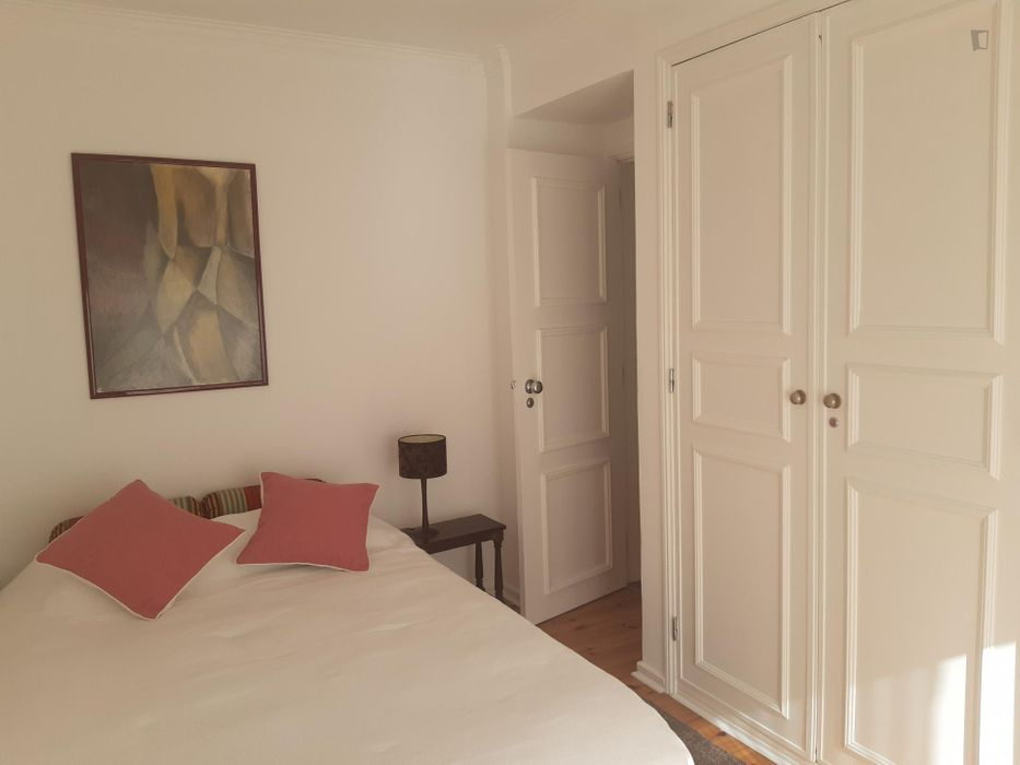 Double bedroom, with a balcony, in Estoril