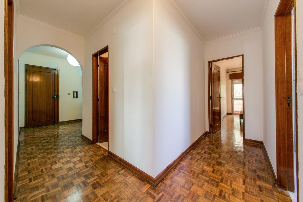 Spacious 3-bedroom flat in Pontinha, near Alfornelos metro station