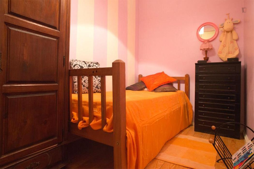 Comfy single bedroom in a 4-bedroom apartment, near IST