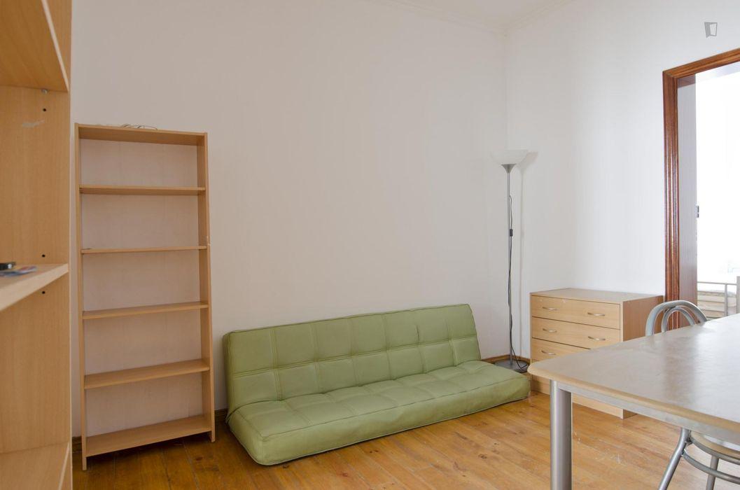 Cosy 5-bedroom apartment in trendy Intendente
