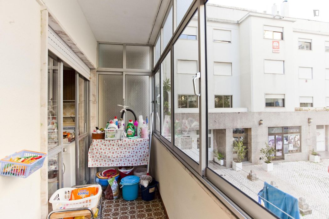 Double bedroom in 3-bedroom apartment in a quiet street of São Domingos