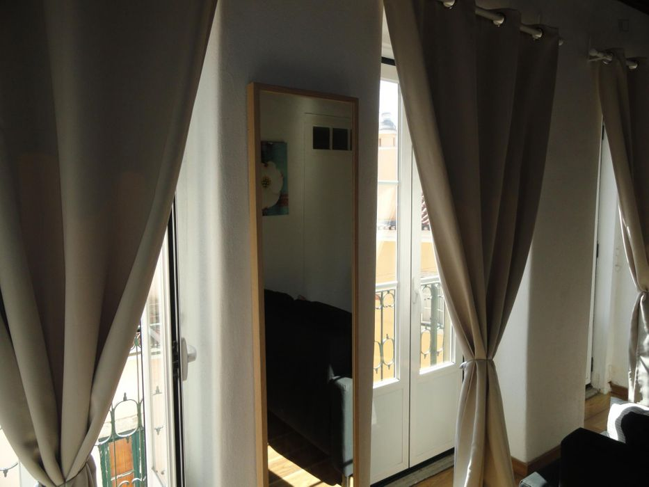 Cozy 1-bedroom apartment, with balcony, downtown