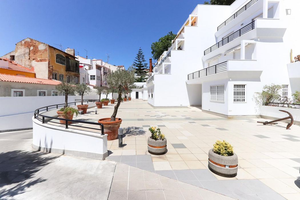 Fantastic 4 bedroom apartment with terrace and parking