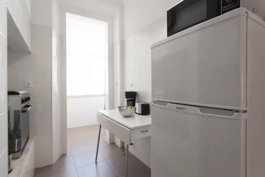Lovely 3-bedroom apartment close to Arroios metro station