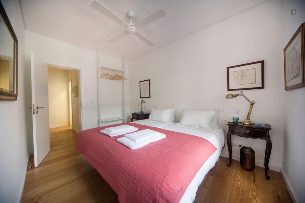 3-bedroom apartment near popular Lx Factory