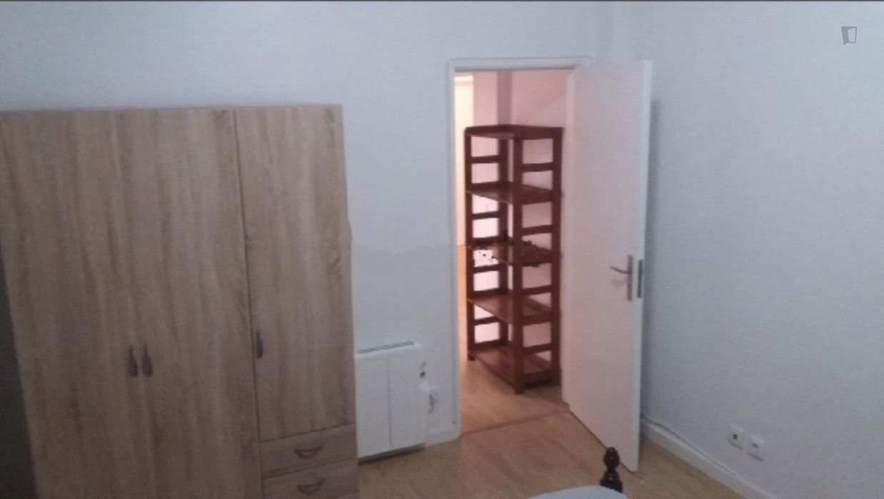 Comfy double bedroom in Cascais