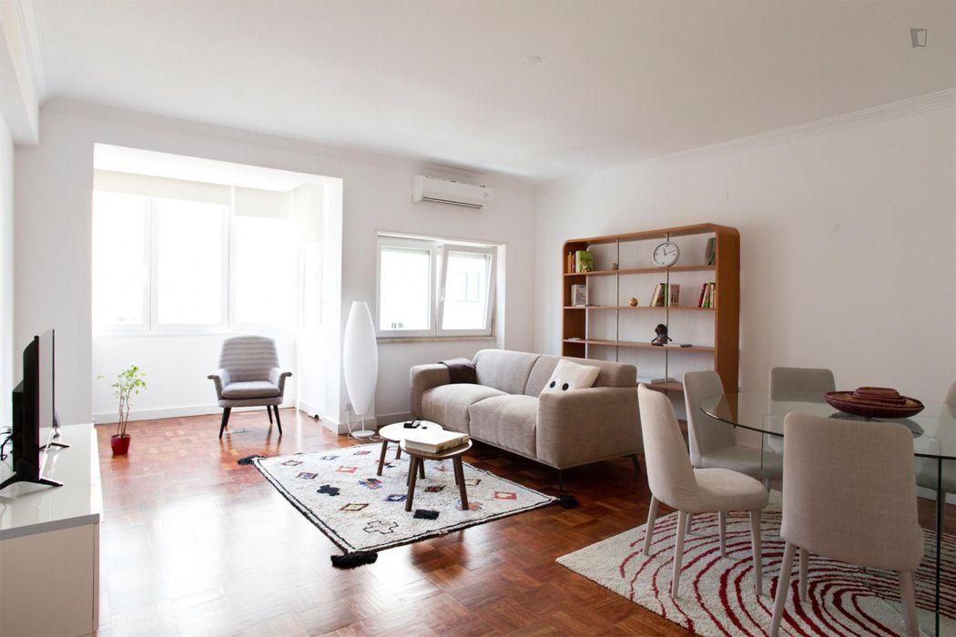 Charming and spacious apartment in Sete Rios