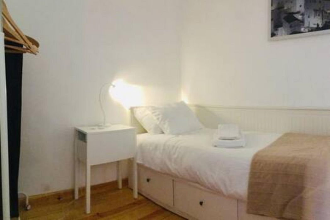 Fascinating 2-bedrooms apartment close to ISEG