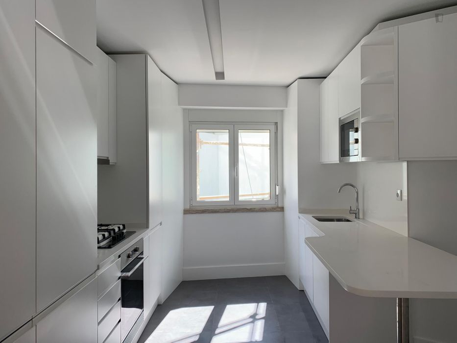 Cool single ensuite bedroom in Penha de França