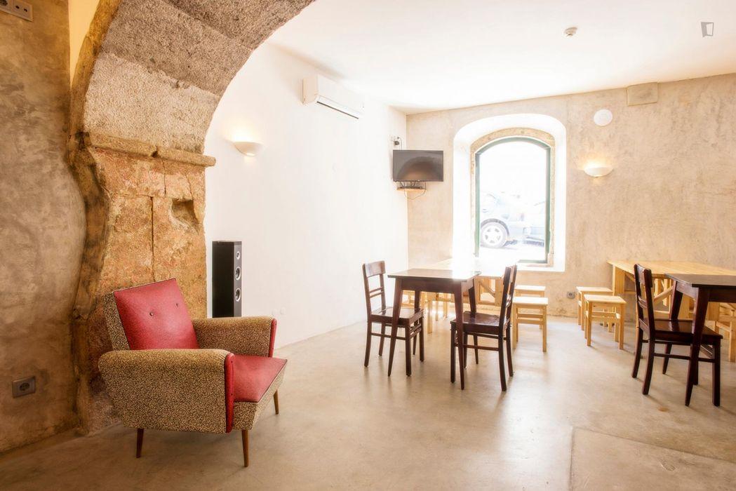 Delightful 6-bedroom flat in Intendente