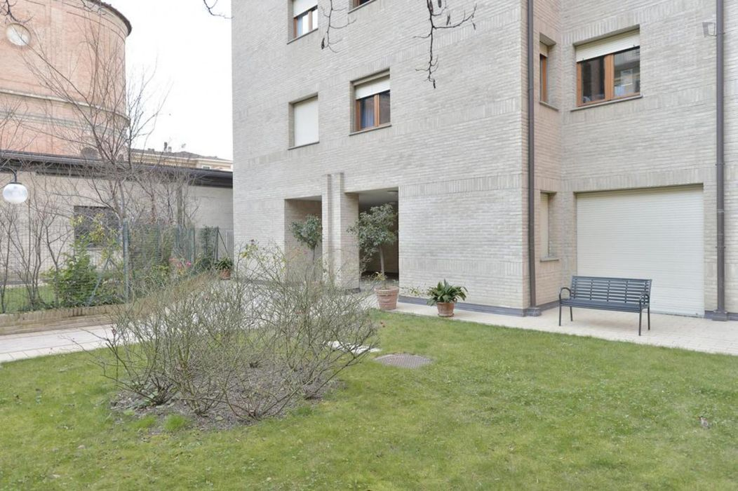 2-Bedroom apartment near Porta San Felice