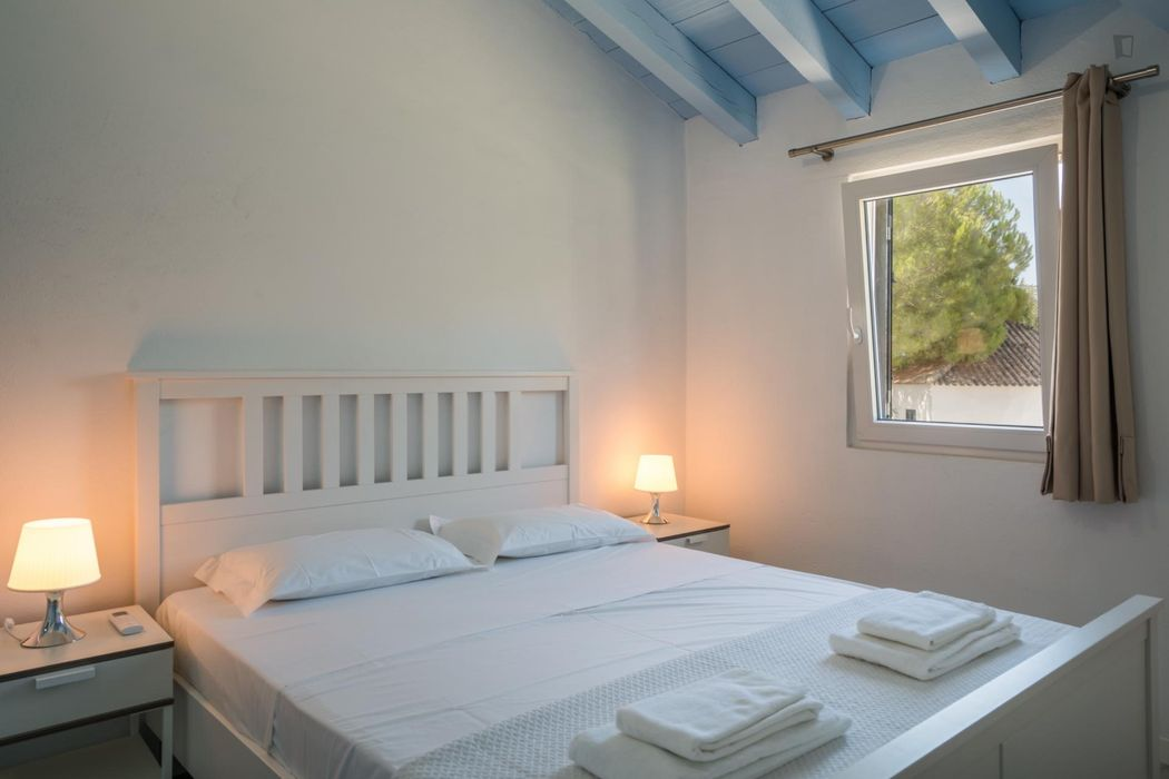 3-Bedroom apartment near Nova School of Business and Economics