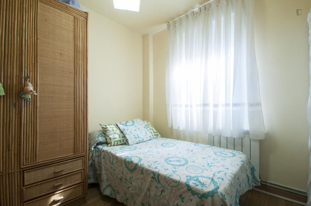 Comfortable double bedroom in a 2-bedroom apartment in Móstoles