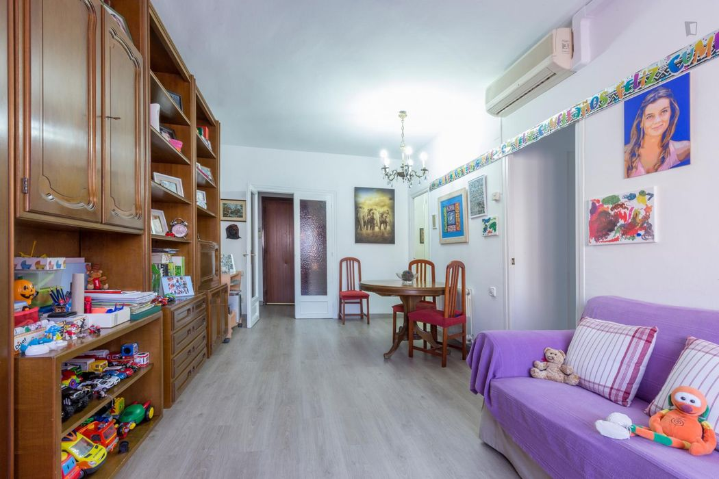 Interesting single bedroom in Les Corts
