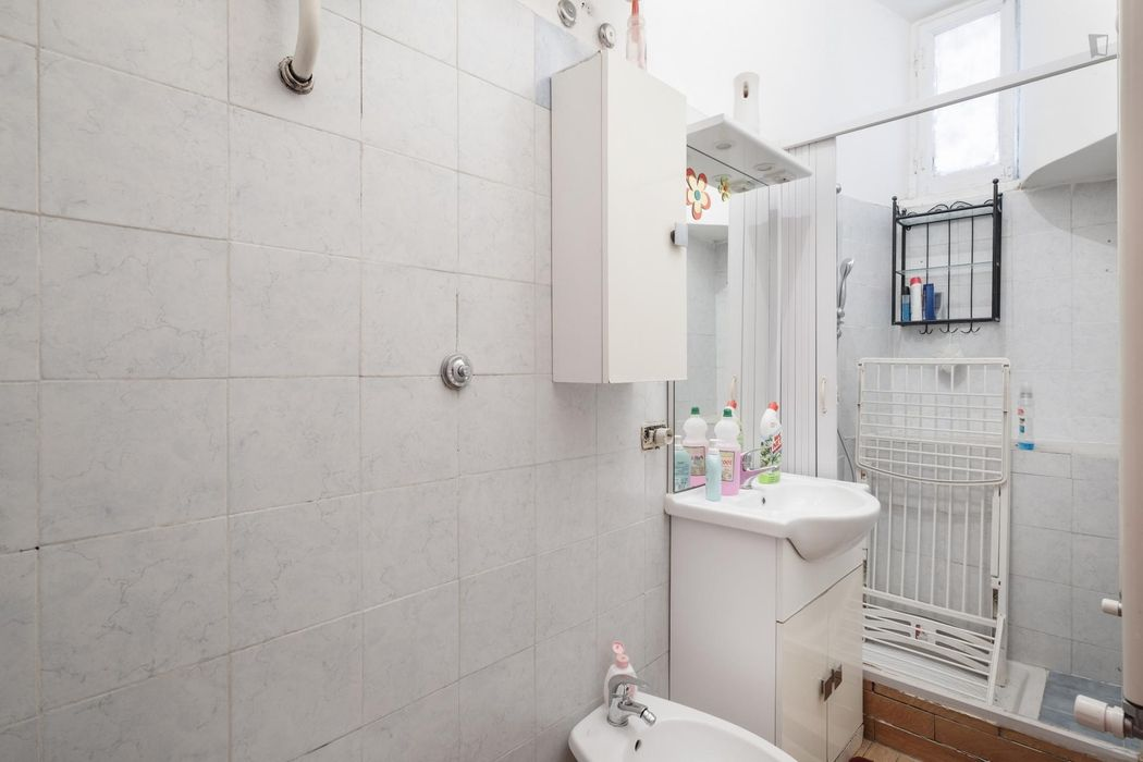 2-bedroom apartment close to Piazza Bologna metro station