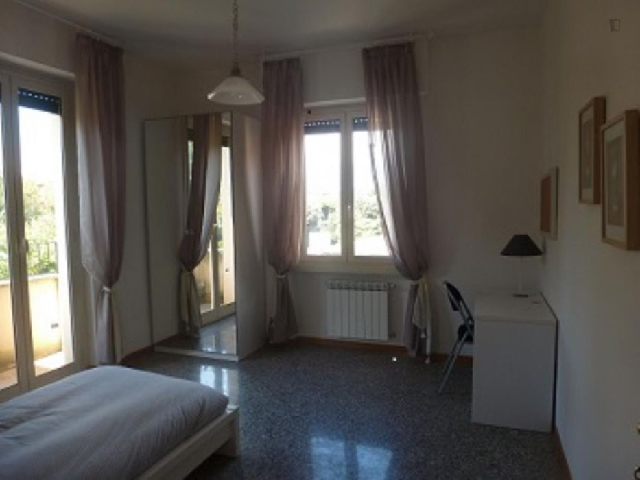 "Single bedroom, with balcony, in 3-bedroom apartment ""Interno 10- Stanza B"""