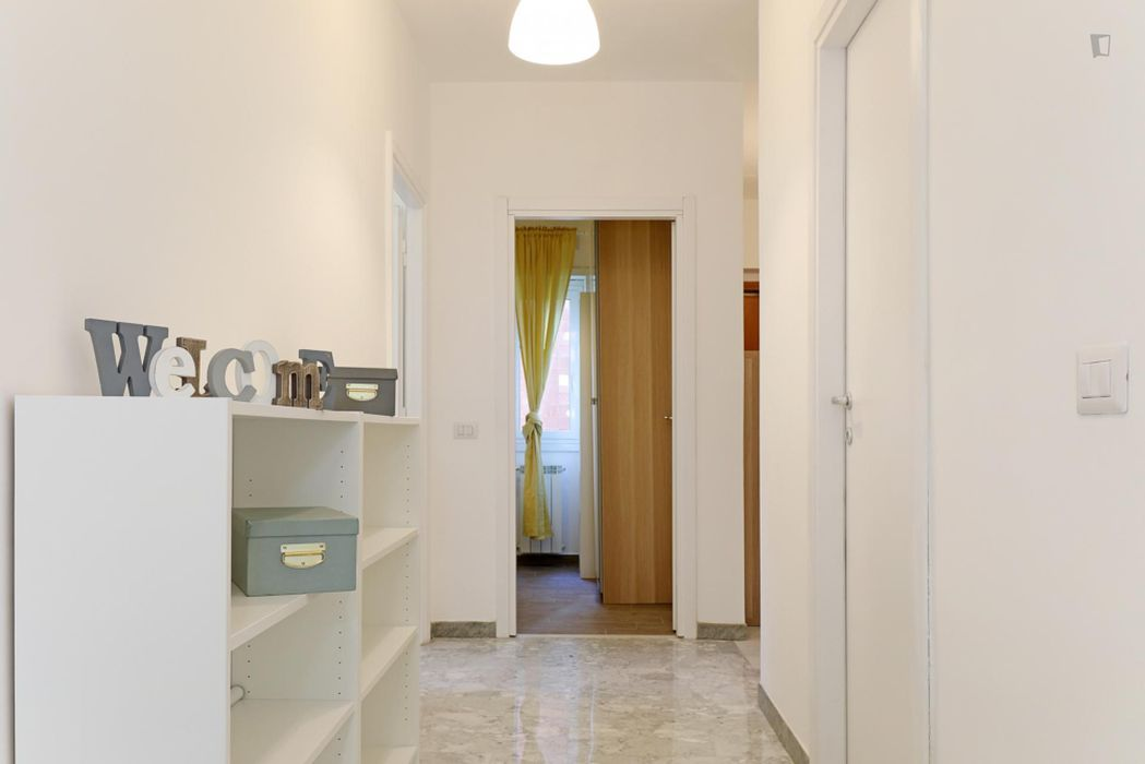 Bright double bedroom in a 6-bedroom apartment near Parco delle Valli