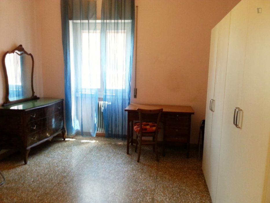 Single bedroom in a 3-bedroom apartment in Monteverde