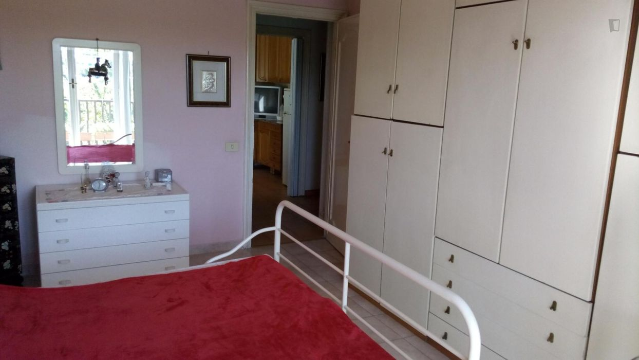 Double bedroom, with balcony, in 3-bedroom apartment