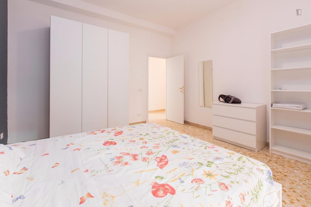 Bright double bedroom in a 4-bedroom apartment near Roma Trastevere train station