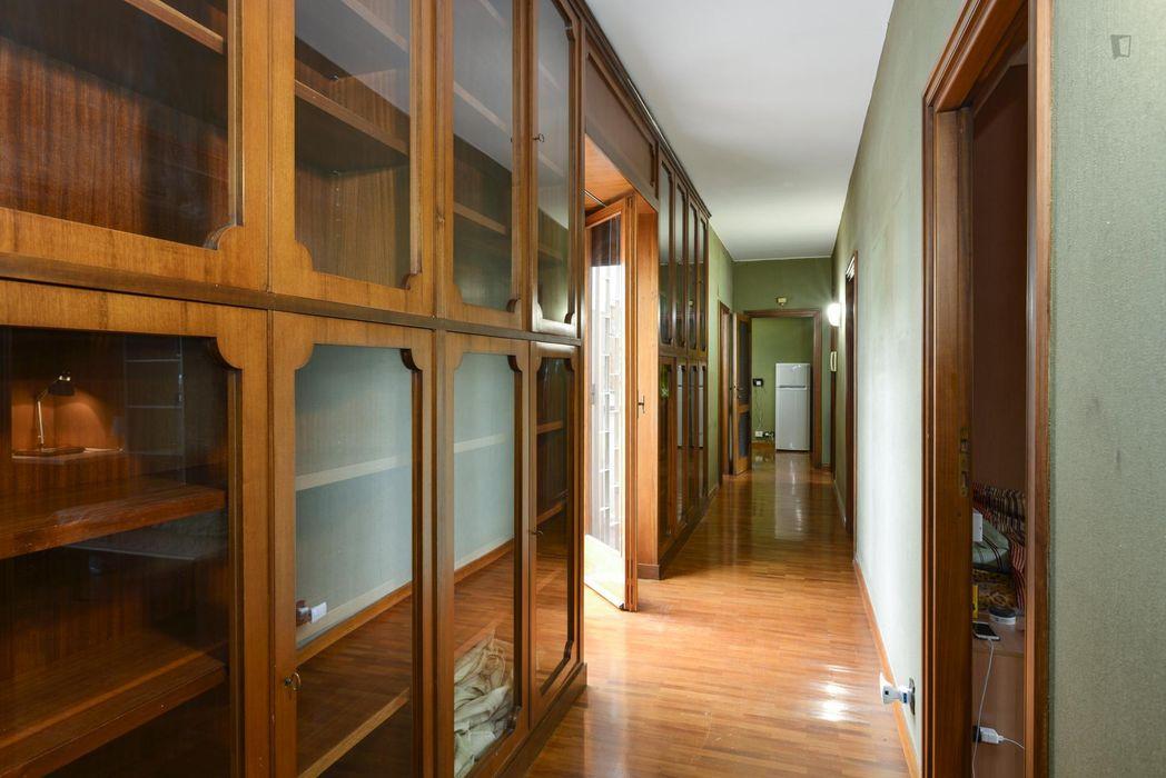 Single bedroom in a 7-bedroom flat near Dipartimento di Studi Umanistici - Università Roma Tre
