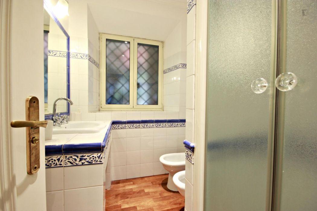 2-bedroom apartment near Trastevere and International Universities