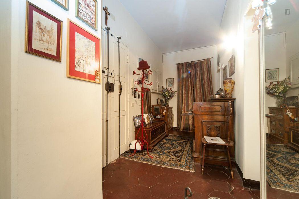 Double bedroom in a 2-bedroom flat, in the Esquilino neighbourhood