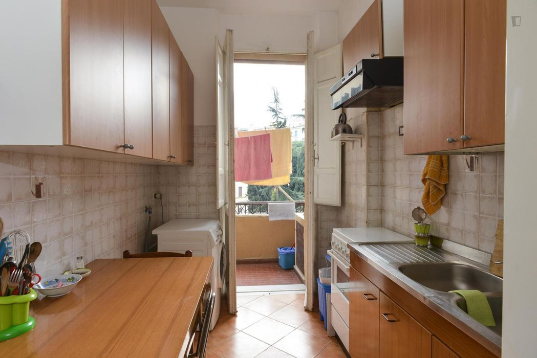 Airy twin bedroom close to Re Di Roma metro station