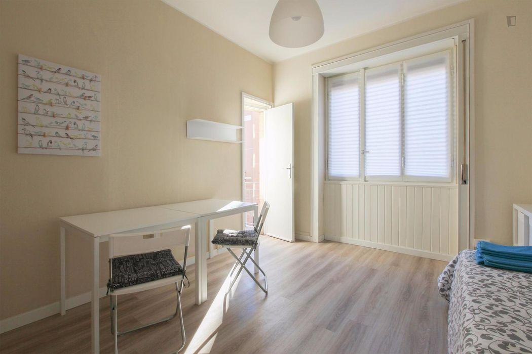Lovely twin bedroom in a 2-bedroom flat in Famagosta-Lorenteggio