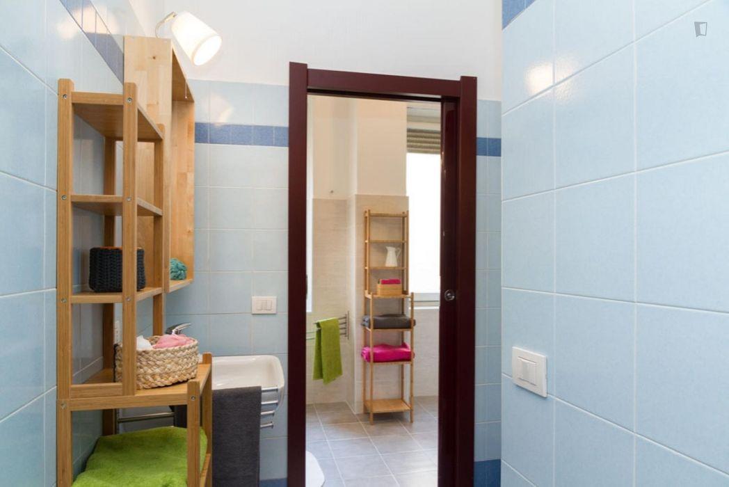 Alluring double bedroom near Università degli Studi di Milano