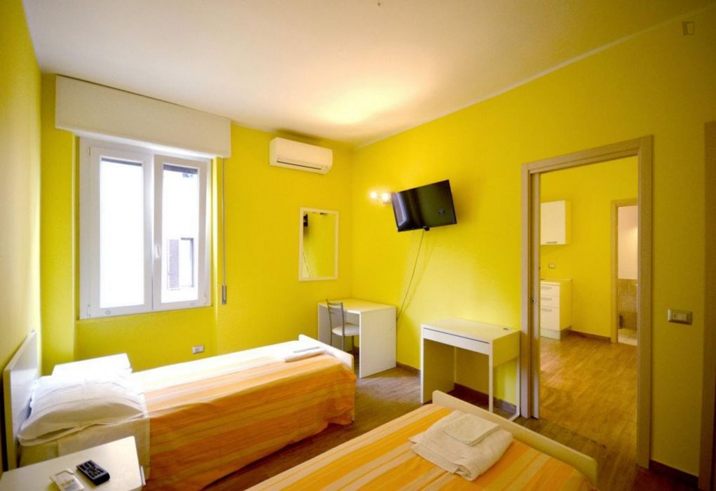 Single bedroom in a twin bedroo in Barona