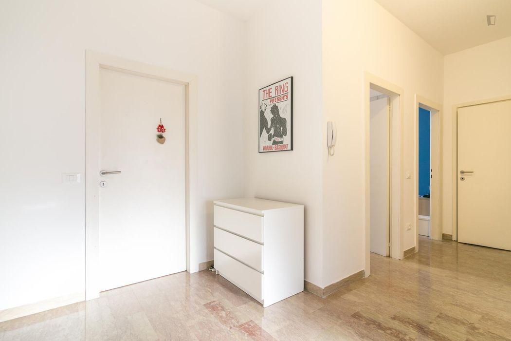 Single bedroom in a 3-bedroom apartment in Isola neighbourhood