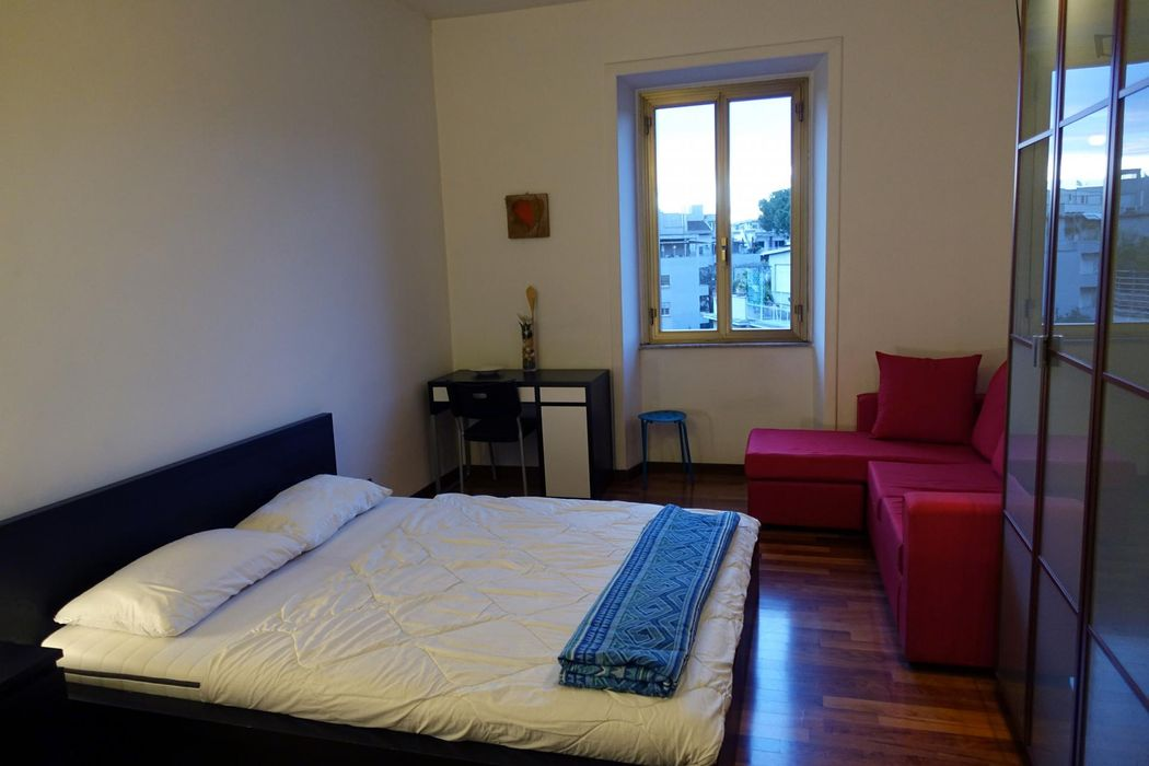Colourful double bedroom close to Basilica di San Giovanni in Laterano