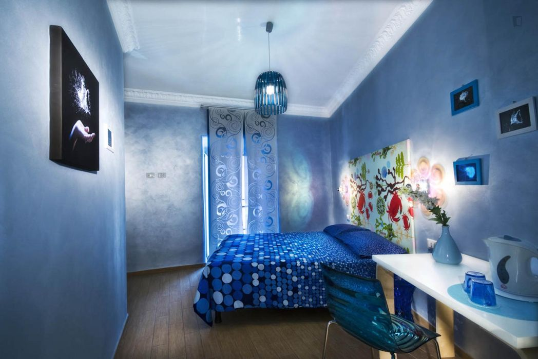 Double ensuite bedroom in a 5-bedroom apartment near Vittorio Emanuele metro station