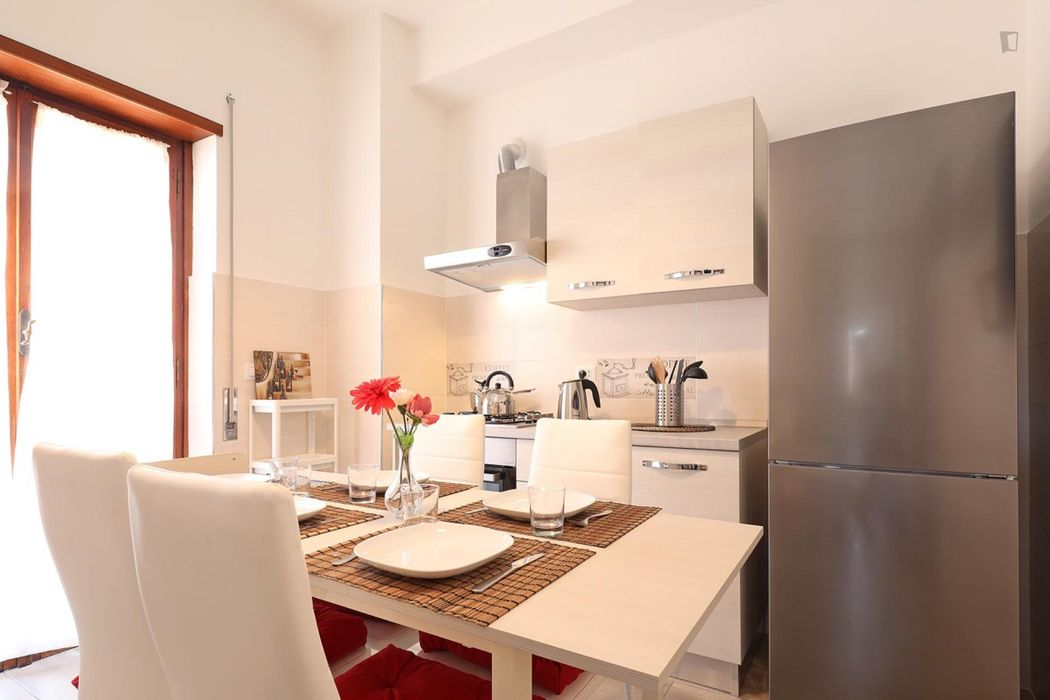 Charming double bedroom in a 5-bedroom apartment near Malatesta metro station