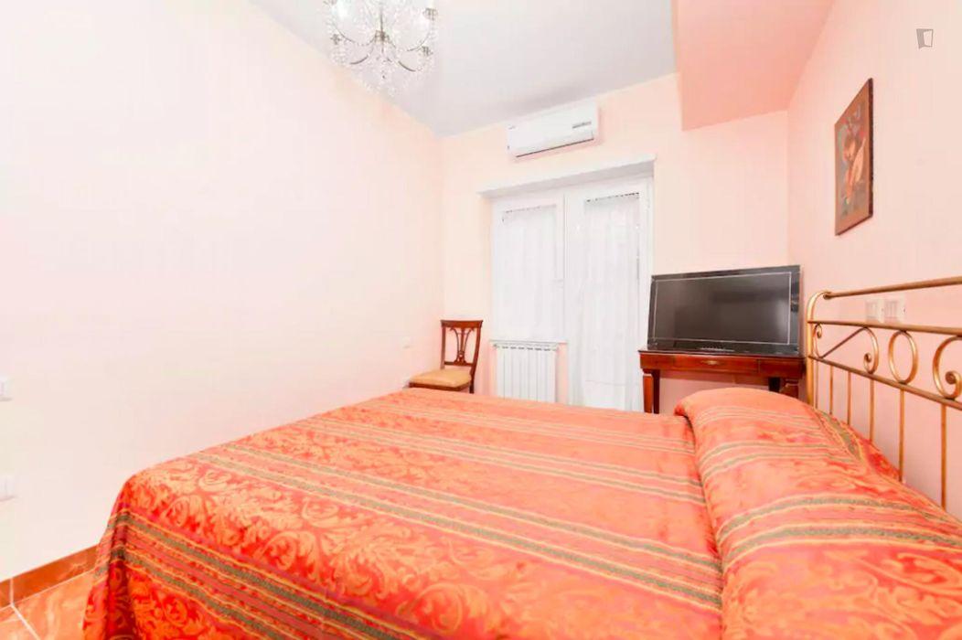 """Double bedroom with private bath close to Università degli Studi""""Foro Italico"""""""