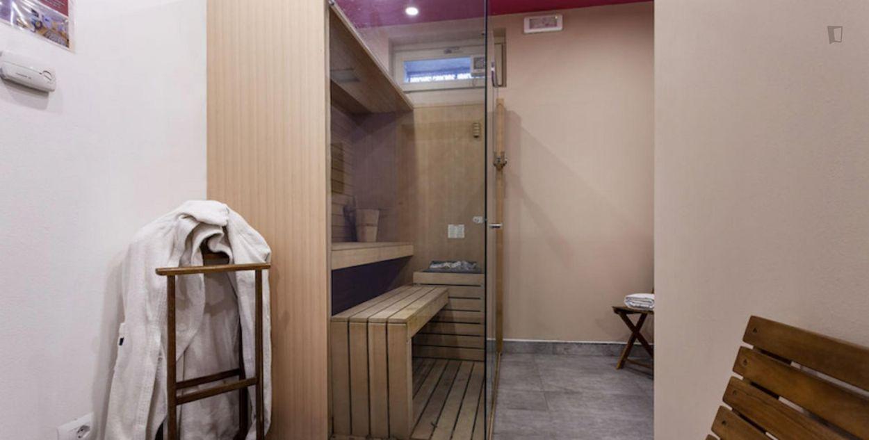 Bright 1-bedroom apartment near Marche metro station