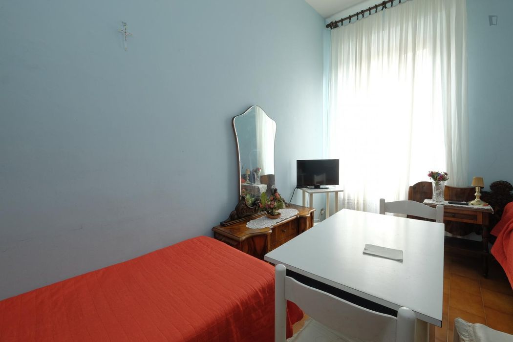 Twin bedroom close to Cipro metro station