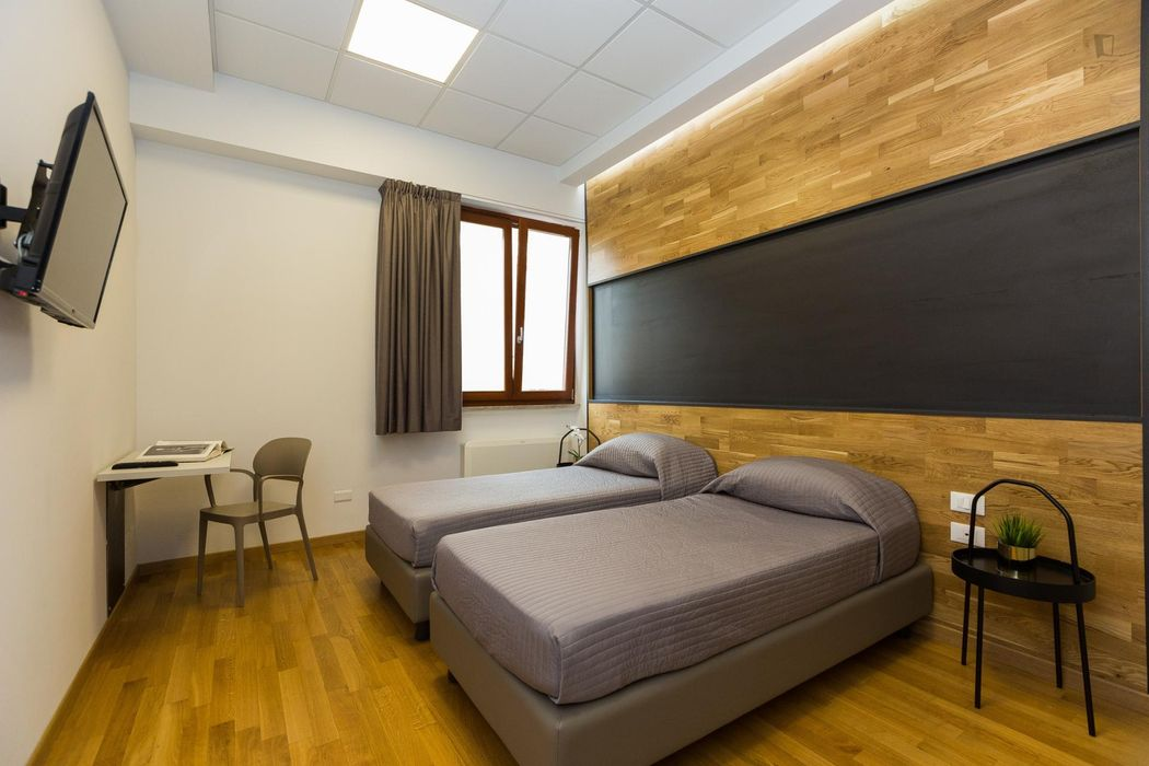 Renovated double bedroom well connected to city centre