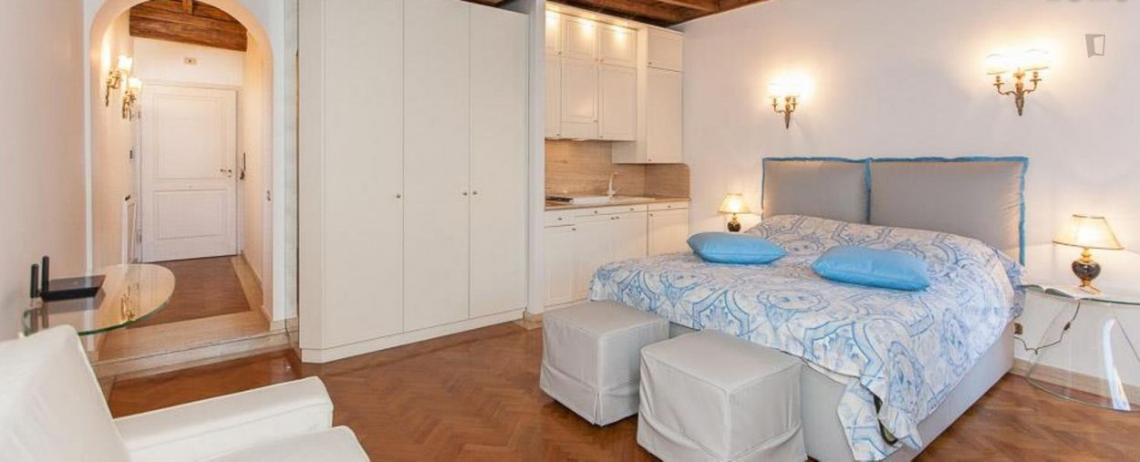 Stunning studio with a lovely balcony view, in Centro Storico