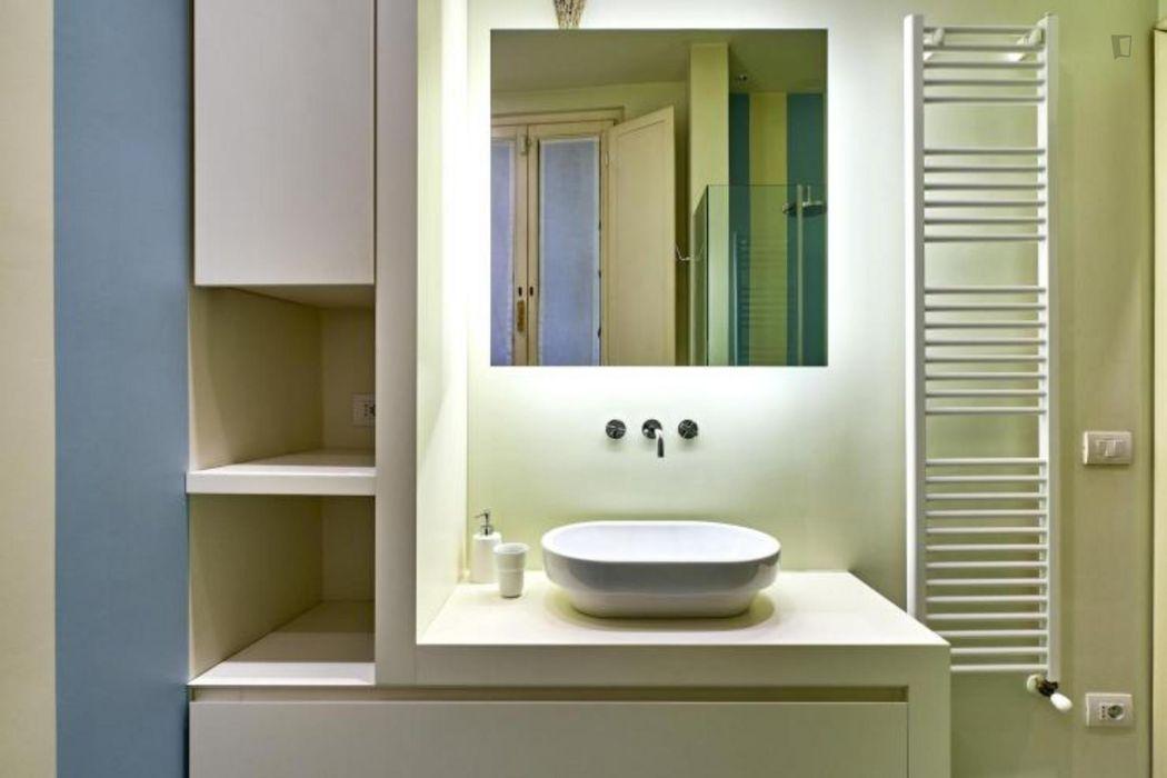 Colourful 2-bedroom flat in Brera