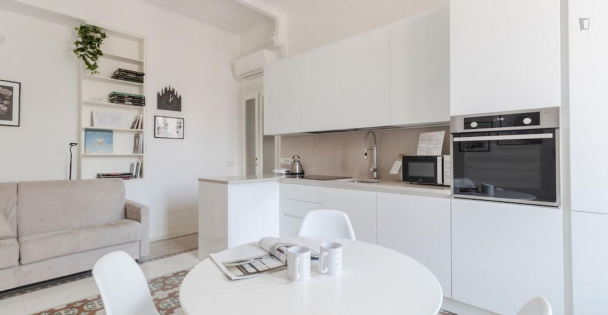 Comfy 1-bedroom apartment near Isola metro station