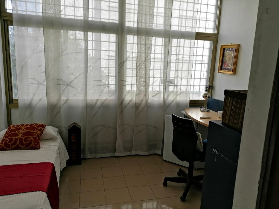 Single bedroom, with private bathroom and balcony, in 5-bedroom apartment