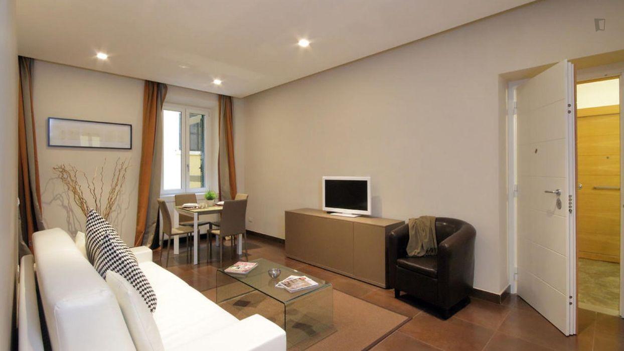 Nice 2-bedroom apartment near Parco del Colle Oppio park