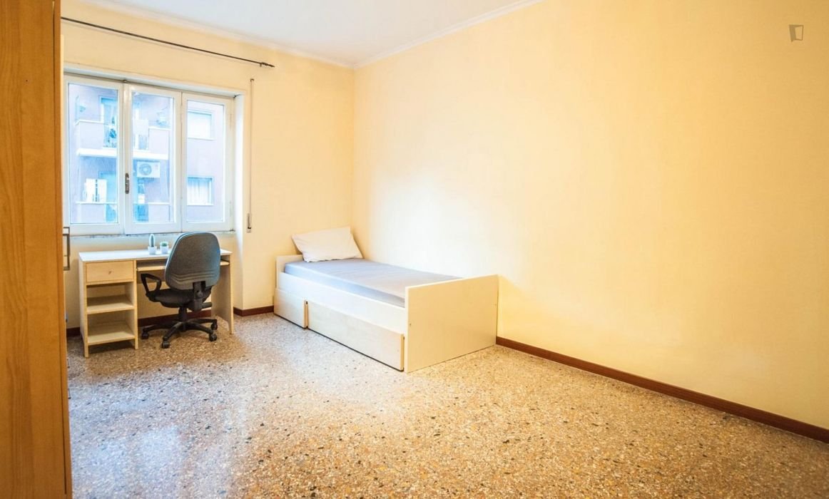 Cool single bedroom near Libia metro station