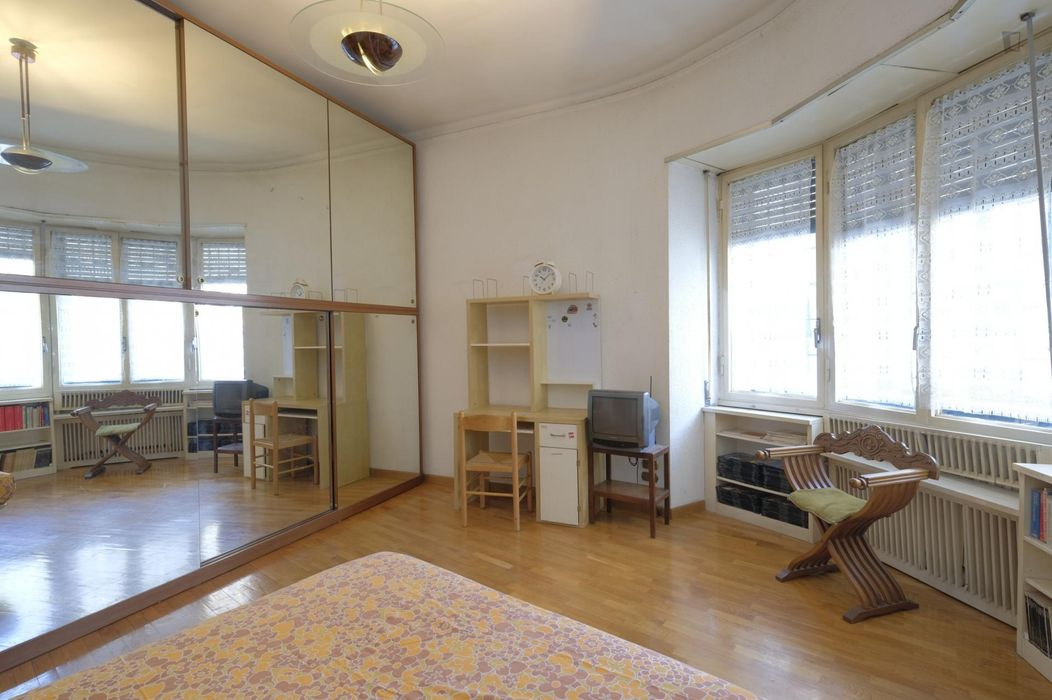 Double bedroom in Re di Roma area