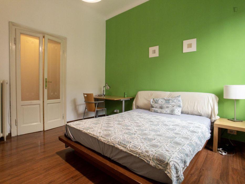 Bright double bedroom in Porta Romana neighbourhood